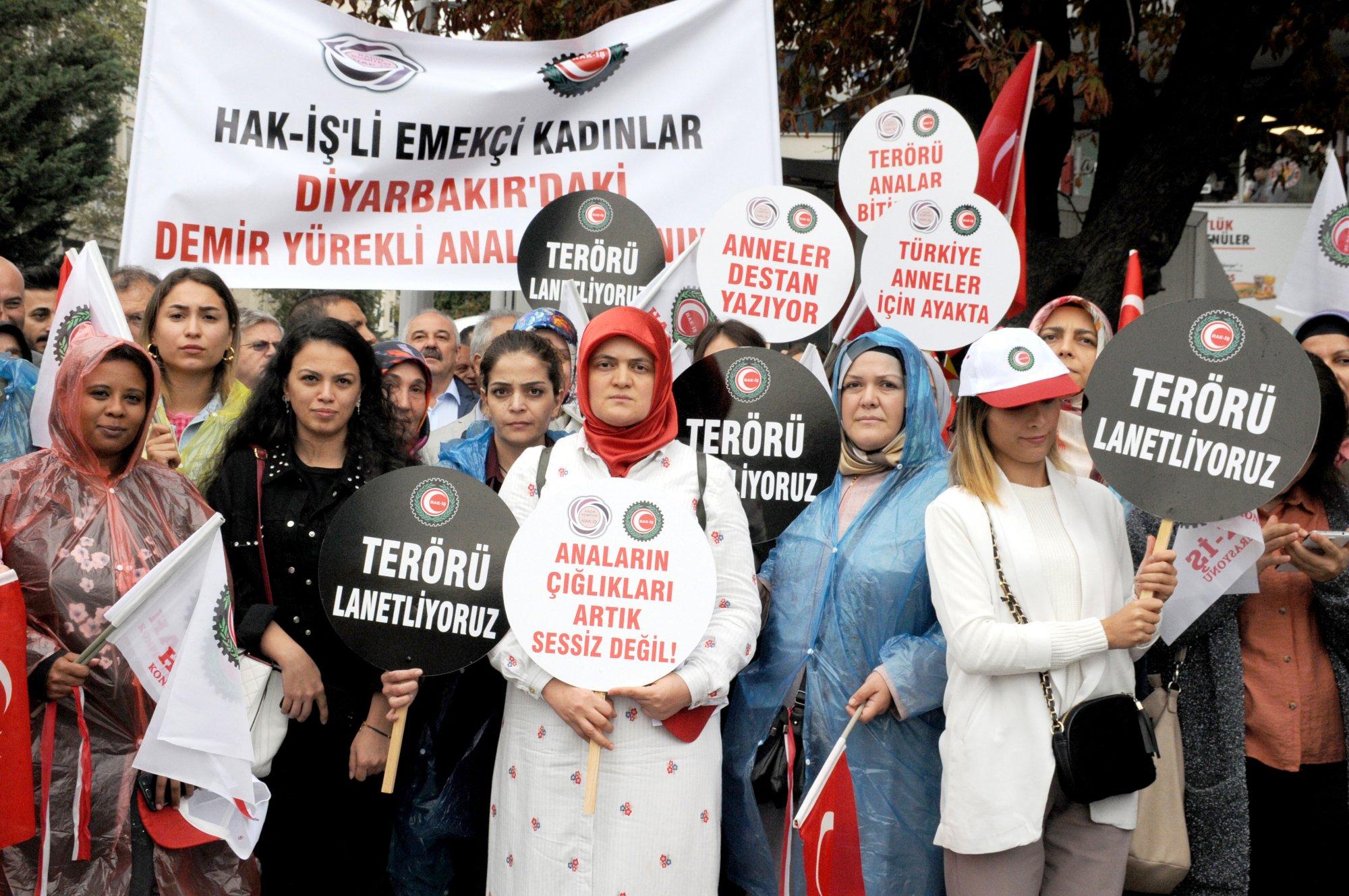 STK'LARIN KADIN TEMSİLCİLERİ DİYARBAKIR'DAKİ ANNELER İÇİN AYAKTA